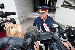 """24.06.2011, Grenzübergang, Thoerl Maglern, ITA, Wiener Betonleichen Morde. Italienische Polizeieinheiten haben am 10.06.2010 die gesuchte Eissalonbesitzerin Goidsargi Estibaliz C. im Ortszentrum von Udine, Italien, verhaftet. Demnach wurde die 32-Jährige Chefin des Eissalon """"Schleckeria""""  von mobilen Einheiten in der Nähe des Bahnhofs gestellt. Gegen Goidsargi Estibaliz C. bestand nach dem Fund von Teilen zweier einbetonierter Leichen in ihrem Kellerabteil in Wien Meidling ein EU-Haftbefehl. Verdächtigt wurde die gebürtige Spanierin, nachdem diese nach der Entdeckung der Leichen anfangs dieser Woche die Flucht ergriffen hatte. Eine der Leichen ist ihr vermisster Ex-Freund Manfred H. Vom zweiten Toten wurde bisher nur der Kopf gefunden, es dürfte sich dabei um ihren deutschen Ex-Ehemann Manfred H. handeln. Nachdem am Fr. 17.06.2011 das zuständige Untersuchungsgericht die Auslieferung der Frau nach Österreich beschlossen hat, wird Goidsargi Estibaliz C. heute durch italienische Beamte von der Justizanstalt Triest zum Grenzübergang Thörl Maglern überstellt und dort an die österreichischen Behörden übergeben. Hier im Bild Chefinspektor Horst Zebedin bei Interview. Für die unter Mordverdacht stehende Goidsargi Estibaliz C., gilt die Unschuldsvermutung! EXPA Pictures © 2011, PhotoCredit: EXPA/ J. Groder"""