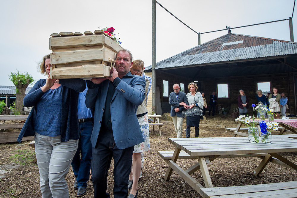 Foto: Gerrit de Heus. Schiedam. 01-05-2016. Proefuitvaart georganiseerd door Jan Vink Afscheid & Uitvaart