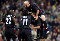 Joie des Lyonnais - John Carew - Cris -Real Madrid -  Lyon - Champions League - C1 - 23.11.2005 - Foot Football - OL - Largeur attitude groupe equipe accolade *** Local Caption *** 00011548