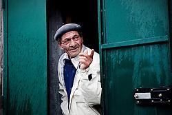Potenza (PZ), 23-11-2010 ITALY - Il quartiere Bucaletto. Bucaletto è un quartiere popolare della periferia est di Potenza. Fu progettato all'indomani del terremoto dell'Irpinia del 23 novembre 1980, per risolvere i problemi delle famiglie sfollate a causa dei crolli di alcune abitazioni della città, difatti è caratterizzato dalla presenza di abitazioni singole, in prefabbricati..Nella Foto:  La signora Annamaria e suo marito Vito, vivono da 22 anni in un piccolo prefabbricato in cemento armato pieno di muffa e umidità.