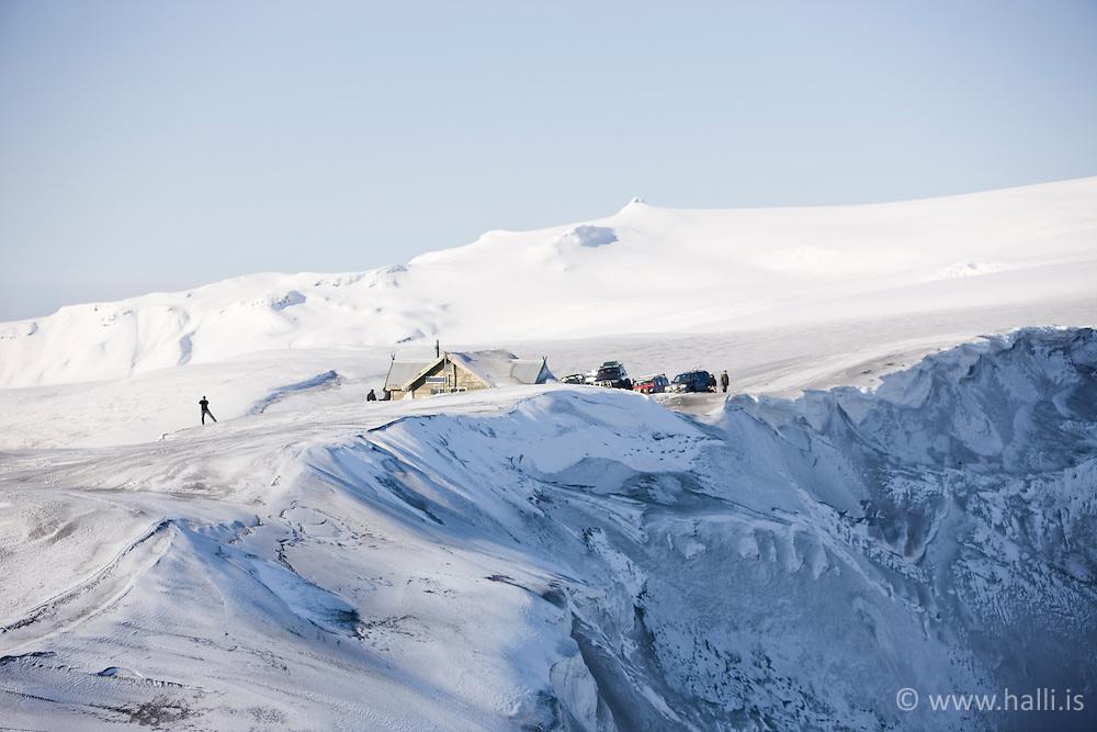 People staying in mountain cabin at Fimmvorduhals in glacier, Eyjafjallajokull, Iceland - Ferðamenn í skála á Fimmvörðuhálsi