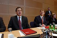 20 JAN 2003, BERLIN/GERMANY:<br /> Gerhard Schroeder (L), SPD, Bundeskanzler, und Olaf Scholz (R), SPD, Generalsekretaer, vor beginn einer Sitzung des SPD Parteirates, Willy-Brandt-Haus<br /> IMAGE: 20030120-01-010<br /> KEYWORDS: Gerhard Schröder, Parteirat, Generalsekretär