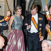 NLD/Amsterdam/201804245 - 20180424 koninklijke familie bij Corps Diplomatique diner 2018, vertrek Maxima en partner Willem - Alexander