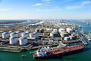 Nederland, Zuid-Holland, Rotterdam, 18-02-2015. Europoort, Euro Tank Terminal, ETT. Olietankers voor anker in de 7e Petroleumhaven. Overslag van en naar mammoettanker en binnenvaarttanker<br /> Europoort, oil tankers moored in the 7th Petroleum harbour.<br /> Team Terminal and Shell Europort terminal.<br /> luchtfoto (toeslag op standard tarieven);<br /> aerial photo (additional fee required);<br /> copyright foto/photo Siebe Swart