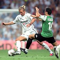 Fotball<br /> Spania 2003/2004<br /> Foto: Digitalsport<br /> Norway Only<br /> <br /> Real Madrid v Betis<br /> 30.08.2003<br /> David Beckham - Real Madrid<br /> Ismael - Betis