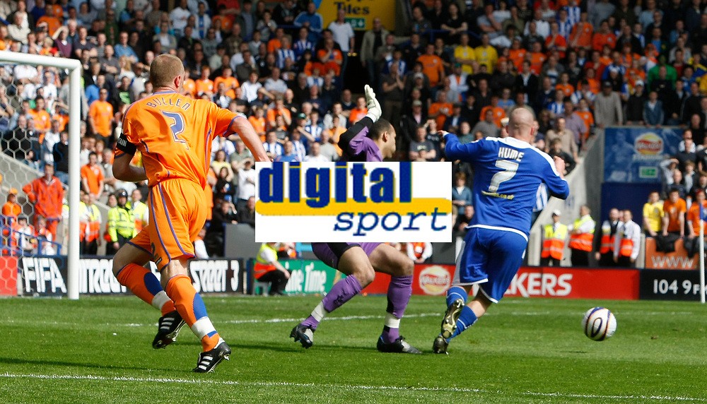 Photo: Steve Bond/Richard Lane Photography. <br />Leicester City v Sheffield Wednesday. Coca-Cola Championship. 26/04/2008. Iain Hume (R) rounds keeper Lee Grant before scoring. Lee Bullen chases back but cannot prevent the goal