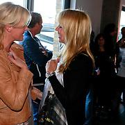 NLD/Amsterdam/20110324 - Boekpresentatie Chimaera van Xenia Kasper, Irene Moors begroet Linda de Mol