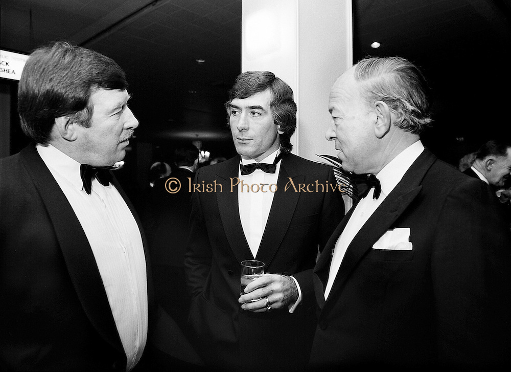 At a banquet in the Burlington Hotel, Dublin, for the presentation of the 28th Texaco Sportstars of the Year awards. Awards were presented by the Tánaiste, Dick Spring TD, to the top ten sports people as selected by a panel of judges. (l–r:) Mick Doyle, Irish rugby international, Pat Jennings, Irish World Cup soccer star, and Dr Karl Mullen, captain of the Grand Slam winning 1948 Irish rugby team and winner of the rugby Hall of Fame Award. <br />