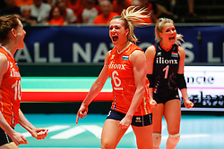 20180529 NED: Volleyball Nations League Netherlands - Poland, Apeldoorn<br />Maret Balkestein - Grothues (6) of The Netherlands, Kirsten Knip (1) of The Netherlands <br />©2018-FotoHoogendoorn.nl