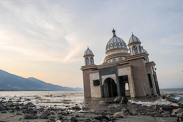 October 3, 2018 - Palu, Central Sulawesi, Indonesia - The Landmark Arkam Babu Rahman Floating Mosque which has fallen into the sea after the earthquake and tsunami. A deadly earthquake measuring 7.7 magnitude and the tsunami wave caused by it has destroyed the city of Palu and much of the area in Central Sulawesi. According to the officials, death toll from devastating quake and tsunami rises to 1,347, around 800 people in hospitals are seriously injured and some 62,000 people have been displaced in 24 camps around the region. (Credit Image: © Hariandi Hafid/SOPA Images via ZUMA Wire)