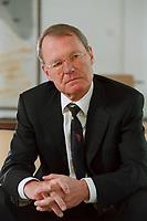 13 JAN 2000, BERLIN/GERMANY:<br /> Hans-Olaf Henkel, Präsident des Bundesverbandes der Deutschen Industrie, BDI, während einem Interview in seinem Büro<br /> Hans-Olaf Henkel, President of the Federalassociation of the German Industrie, during an interview, in his office<br /> IMAGE: 20000113-01/02-08
