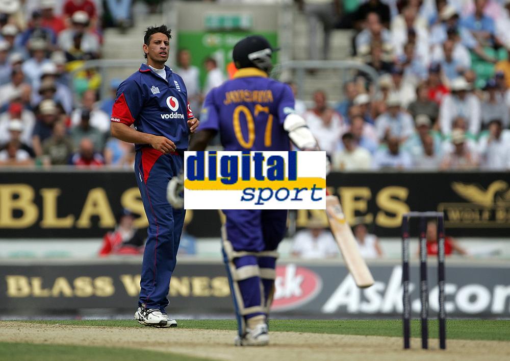 Photo: Paul Thomas.<br /> England v Sri Lanka. Natwest One Day International Series. 20/06/2006.<br /> <br /> Sajid Mahmood (L) of England is not happy with Sir Lanka's Sanath Jayasuriya after he hits Mahmood for another four.