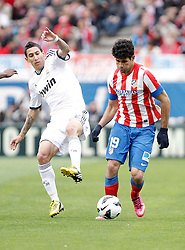 27.04.2013, Estadio Vicente Calderon, Madrid, ESP, Primera Division, Atletico Madrid vs Real Madrid, 33. Runde, im Bild Atletico de Madrid's Diego Costa against Real Madrid's Angel Di Maria // during the Spanish Primera Division 33th round match between Club Atletico de Madrid and Real Madrid CF at the Estadio Vicente Calderon, Madrid, Spain on 2013/04/27. EXPA Pictures © 2013, PhotoCredit: EXPA/ Alterphotos/ Alvaro Hernandez..***** ATTENTION - OUT OF ESP and SUI *****