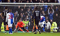Fotball<br /> England<br /> Foto: Propaganda/Digitalsport<br /> NORWAY ONLY<br /> <br /> BLACKBURN, ENGLAND - Wednesday, December 2, 2009: Chelsea's goalkeeper Henrique Hilario is sent the wrong way by Blackburn Rovers' Benedict McCarthy as he scores the third goal in extra time from the penalty spot during the Football League Cup Quarter-Final match at Ewood Park