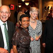 NLD/Amsterdam/20080404 - Premiere Porgy and Bess, Gerrit Zalm en partner Lydia Brouwer - van Gonzenbach samen met Maria van der Hoeven en partner Lou Buitendijk