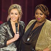 NLD/Hilversum /20131213 - Halve finale The Voice of Holland 2013, Shirma Rouse en presentatrice Wendy van Dijk