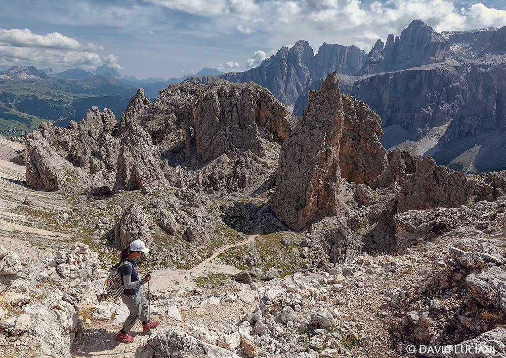 Pare on the Passo Cir, descending the path leading to the Cir peaks.