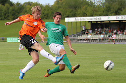 Anders Holst (FC Helsingør) presses af Daniel G. Andersen (Avarta) under kampen i 2. Division Øst mellem Boldklubben Avarta og FC Helsingør den 19. august 2012 i Espelunden. (Foto: Claus Birch).