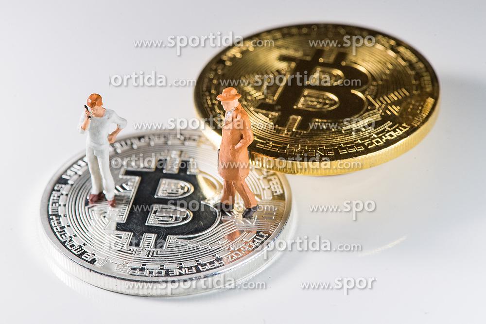 THEMENBILD - Kryptowährung Bitcoin ist ein dezentrales Zahlungsmittel auf Blockchain Basis, das es seit 2008 gibt. Aufgenommen am 15. Feber 2018 in Wien, Österreich // Bitcoin is a decantralized worldwide cryptocurrency and digital payment system. Vienna, Austria on 2018/02/15. EXPA Pictures © 2018, PhotoCredit: EXPA/ Michael Gruber