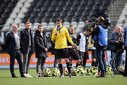 (l-r) goalkeeper Bram Castro of Heracles Almelo during the Dutch Eredivisie match between Heracles Almelo and FC Utrecht at Polman stadium on April 29, 2018 in Almelo, The Netherlands