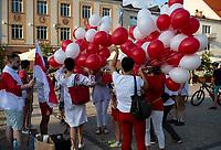 Bialystok, 20.08.2020. Marsz solidarnosci z Bialorusia przeszedl z centrum miasta pod siedzibe Konsulatu Generalnego Bialorusi. Organizatorami marszu byli BIalorusini pracujacy i uczacy sie w Bialymstoku, ktorych liczbe ocenia sie na ok 10 tys N/z uczestnicy marszu fot Michal Kosc / AGENCJA WSCHOD
