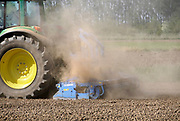 Nederland, Groesbeek, 24-4-2020  een landbouwer egaliseert zijn akker voorafgaand aan het zaaien, poten . Door de aanhoudende droogte die nu in april al erger is als ooit tevoren , waait er veel stof op rond de trekker . Foto: Flip Franssen