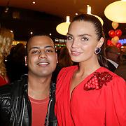 NLD/Amstelveen/20120216 - Presentatie Charityarmband Rode Kruis, Kim Feenstra en partner Micheal Mendoza