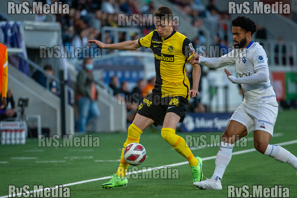 LAUSANNE, SWITZERLAND - SEPTEMBER 22: Sandro Lauper #30 of BSC Young Boys battles for the ball with Trae Bailey Coyle #98 of FC Lausanne-Sport during the Swiss Super League match between FC Lausanne-Sport and BSC Young Boys at Stade de la Tuiliere on September 22, 2021 in Lausanne, Switzerland. (Photo by Monika Majer/RvS.Media)