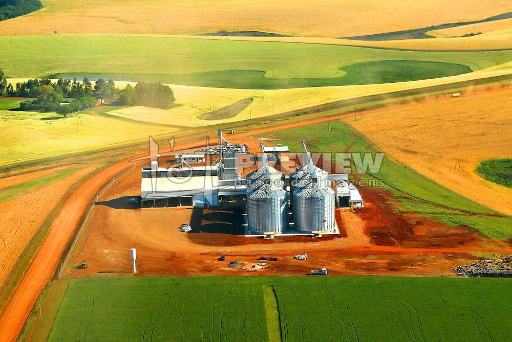 Vista aérea dos silos da Cootripal, no interior do Rio Grande do Sul. FOTO: Jefferson Bernardes/Preview.com
