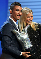 BILDET INNGÅR IKKE I FASTAVTALER. ALL NEDLASTING BLIR FAKTURERT FULL PRIS.<br /> <br /> Fotball<br /> Foto: PhotoNews/Digitalsport<br /> NORWAY ONLY<br /> <br /> Real Madrid's Cristiano Ronaldo of Portugal (L) and Olympique Lyon's Ada Hegerberg of Norway react as after they received the Best Player UEFA 2015/16 Award during the draw ceremony for the 2016/2017 Champions League Cup soccer competition at Monaco's Grimaldi in Monaco, August 25, 2016.