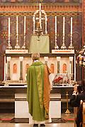 Aartsbisschop Joris Vercammen bewierookt het altaar voor de commune. Op zondag 31 oktober is in de Getrudiskathedraal in Utrecht  Annemieke Duurkoop als eerste vrouwelijke plebaan van Nederland geïnstalleerd. Duurkoop wordt de nieuwe pastoor van de Utrechtse parochie van de Oud-Katholieke Kerk (OKK), deze kerk heeft geen band met het Vaticaan. Een plebaan is een pastoor van een kathedrale kerk, die eindverantwoordelijk is voor een parochie. Eerder waren bij de OKK al twee vrouwelijk priesters geïnstalleerd, maar die zijn geen plebaan.<br /> <br /> Archbishop Joris Vercammen is incensing the altar for the sacrament. At the St Getrudiscathedral in Utrecht the first female dean of the Old-Catholic Church (OKK), Annemieke Duurkoop, is installed together with a new pastor Bernd Wallet. The church has no connections with the Vatican.