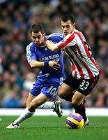 Photo: Tom Dulat/Sportsbeat Images.<br /> <br /> Chelsea v Sunderland. The FA Barclays Premiership. 08/12/2007.<br /> <br /> Ross Wallace of Sunderland and Joe Cole of Chelsea with the ball.