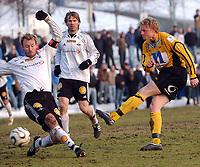Fotball eliteserien 16.03.2006 Rosenborg - Start 2-0<br /> Jon Middtun Lie brenner skyter, men i mål vil ballen ikke, Christer Basma og Bjørn Tore Kvarme t.v.<br /> Foto: Carl-Erik Eriksson, Digitalsport