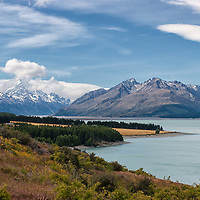 Driving from Lake Tekapo to Mount Cook National Park with view on Lake Pukaki and Mount Cook (3754m) on the left.
