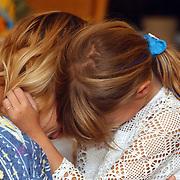 Kind zoekt troost bij ouder