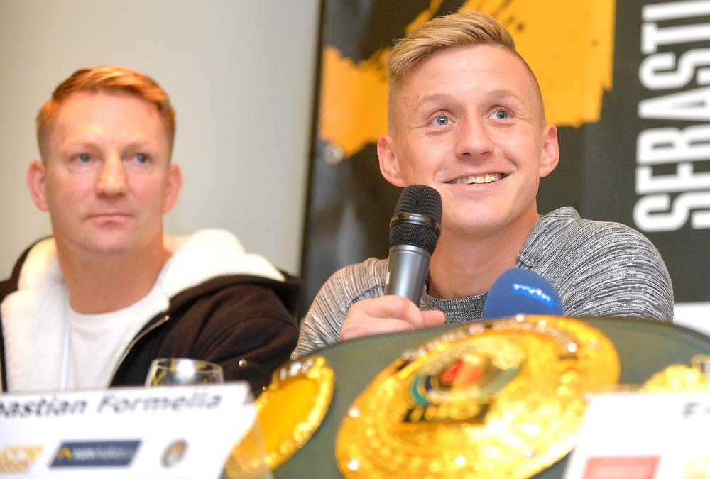 IBO-Weltmeister Sebastian Formella, links sein Trainer Mark Haupt.<br /> Pressekonferenz vor Box-Gala von SES- und ES Boxing, Block-Braeu an den Landungsbruecken,<br /> 14. Januar 2020, Hamburg, Germany,<br /> © MSSP - MICHAEL SCHWARTZ SPORTPHOTO, <br /> 22605 Hamburg,  Tel: 0171-6460044, www.mssp.biz  -  www.schwartz-photo.de<br /> Honorar o. Abzug + 7% MwSt. -<br /> IBAN: DE83 2004 0000 0409 9909 00, BIC/SWIFT-Code: COBADEFF, zuvor: Commerzbank, Kto: 409990900, BLZ: 20040000,  Steuer-ID. DE225222405, FA Hamburg-Am Tierpark