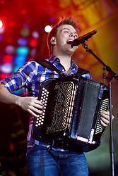 Michel Teló durante o show no Planeta Atlântida 2012. FOTO: Jefferson Bernardes/Preview.com