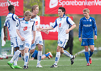 Fotball<br /> 11 . Mai 2011<br /> Norgesmesterskap menn<br /> Stavollen idrettspark<br /> Bjarg v Haugesund 0 - 3<br /> Umaru Bangura (L) , Jakob Sørensen (4R) , Alexander Søderlund (3R) og målscorer Andreas T. Stave (2R) , Haugesund feirer scoring mens Bjargs Jan Tore S. Torgersen (R) depper<br /> Foto: Astrid M. Nordhaug