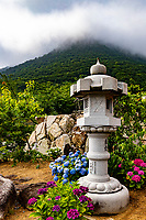 Shusshakaji is located at the foot of a mountain range consisting of Mt. Hiage, Mt. Naka, Mt. Gabaishi, Mt. Fudenoyama and Mt. Koshiki.  The sanctuary of the temple, called Shashingadake Zenjo, which is a sacred place for meditation and ascetic practice, is built on top of Mt. Gabaishi that came to be called Shashingadake Peak of Renouncing the World as young Kobo Daishi studied the teachings of Buddhismhere.  Afterwards, Kobo Daishi practiced asceticism on this mountain peak, where he carved and enshrined a statue of Kokuzo Bosatsu Akasagarbha Bodhisattva. There is the belief that worshiping here gives one a good memory, wards off forgetfulness and helps one to achieve academic success.