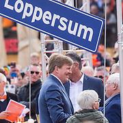 NLD/Groningen/20180427 - Koningsdag Groningen 2018, Koning praat met aardgas slachtoffers