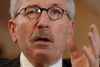 15 JAN 2007, BERLIN/GERMANY:<br /> Thilo Sarrazin, Senator fuer Finanzen Berlin, waehrend einem Interview, in seinem Buero, Senatsverwaltung fuer Finanzen<br /> IMAGE: 20070115-01-015