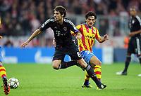 v.l. Javi Martinez (Bayern), Tino Costa<br /> Fussball Champions League, Gruppenphase, FC Bayern München - FC Valencia<br /> Norway only