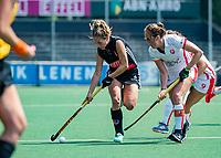 AMSTELVEEN  -  Kitty van Male (A'dam) met Daphne van der Velden (OR)    tijdens de play-offs hoofdklasse  dames , Amsterdam-Oranje Rood (1-1).   Amsterdam wint de shoot outs en gaat door naar de finale.  COPYRIGHT  KOEN SUYK