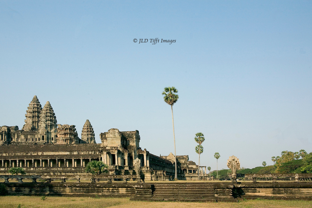Angkor Wat : view from the east just after dawn, showing most of the temple and platform on the south side.