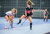 ROTTERDAM -  Sosha Benninga (Adam) met Anna de Geus (SCHC) , dames Amsterdam-SCHC.   ,hoofdklasse competitie  zaalhockey.   COPYRIGHT  KOEN SUYK