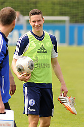 24.04.2014, Veltins Arena, Gelsenkirchen, GER, 1. FBL, Training Schalke 04, im Bild Julian Draxler ( Schalke 04 ) gut gelaunt. // during a Trainingsession of German Bundesliga Club Schalke 04 at the Veltins Arena in Gelsenkirchen, Germany on 2014/04/24. EXPA Pictures © 2014, PhotoCredit: EXPA/ Eibner-Pressefoto/ Thienel<br /> <br /> *****ATTENTION - OUT of GER*****