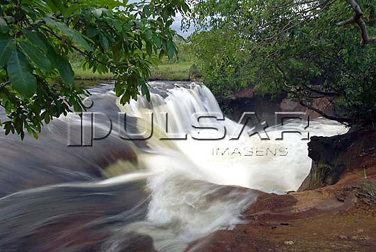 Cachoeira do Soninho - Rio Soninho, na cidade de Ponte Alta do Tocantins -Jalapão Local: Mateiros - TO Data: 02/2008 Tombo:  19DM047 Autor: Delfim Martins