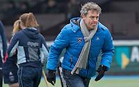 AMSTERLVEEN - Laren coach Maarten Gehner, zondag tijdens de competitiewedstrijd tussen de vrouwen van Amsterdam en Laren. (2-1). FOTO KOEN SUYK