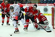 01.Mai 2012; Kloten; Eishockey - Schweiz - Kanada; Damien Brunner (SUI) gegen Ryan Murray (CAN)<br />  (Thomas Oswald)
