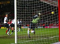 Fotball<br /> Premier League England 2004/2005<br /> Foto: BPI/Digitalsport<br /> NORWAY ONLY<br /> <br /> Charlton Athletic v Fulham <br /> FA Barclays Premiership<br /> 20/12/2004<br /> <br /> Talal El Karkouri of Charlton watches his deflected header fly past Edwin Van Der Sar